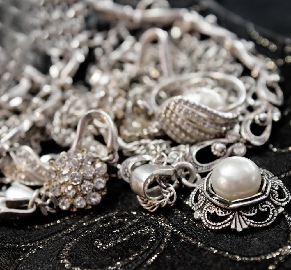 Тамара Глоба рассказала, что серебро способно влиять на судьбу и таит в себе как пользу, так и опасность…