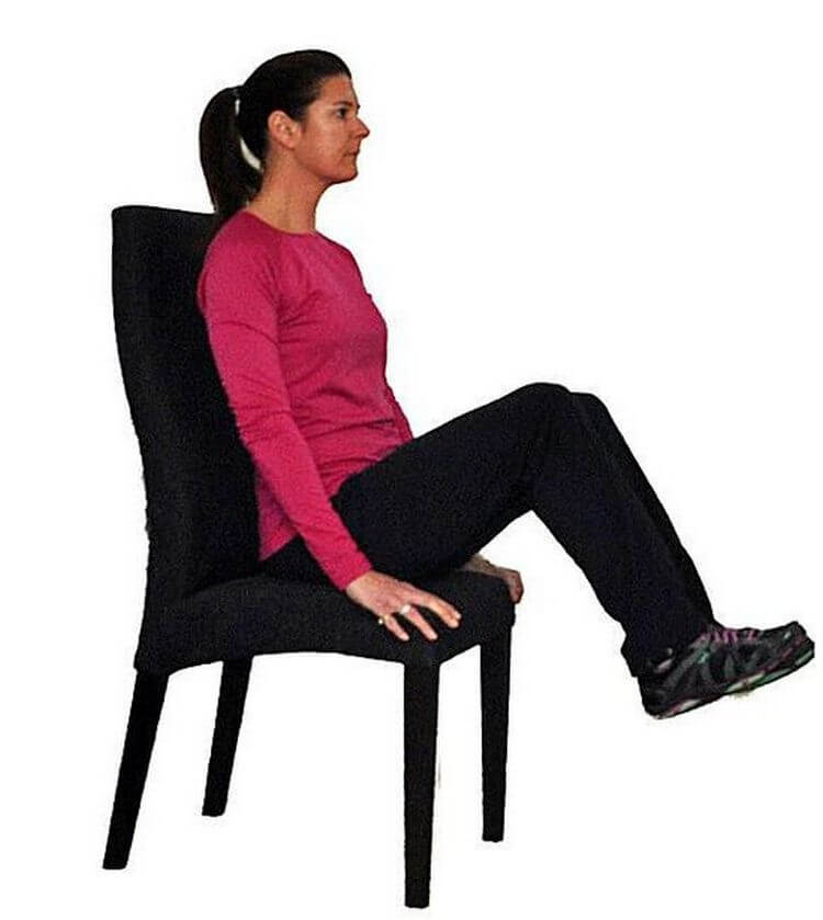 7 упражнений, которые можно выполнять сидя на стуле – помогают избавиться от обвисшего живота