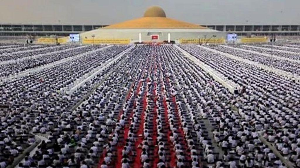 Миллион детей в Таиланде медитировал ради мира во всем мире