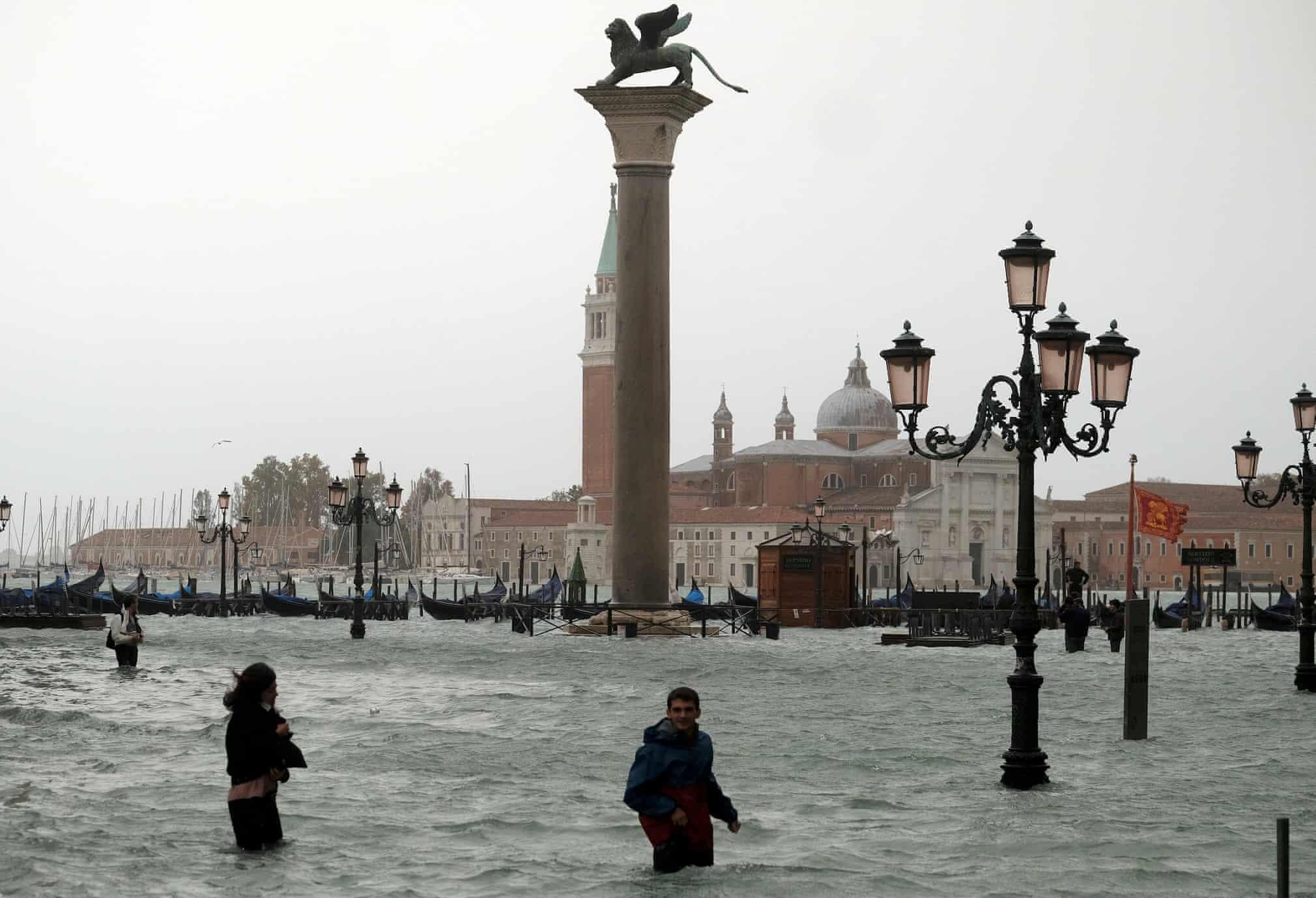 Неужели Венеция медленно уходит под воду? Смотрите новые фото