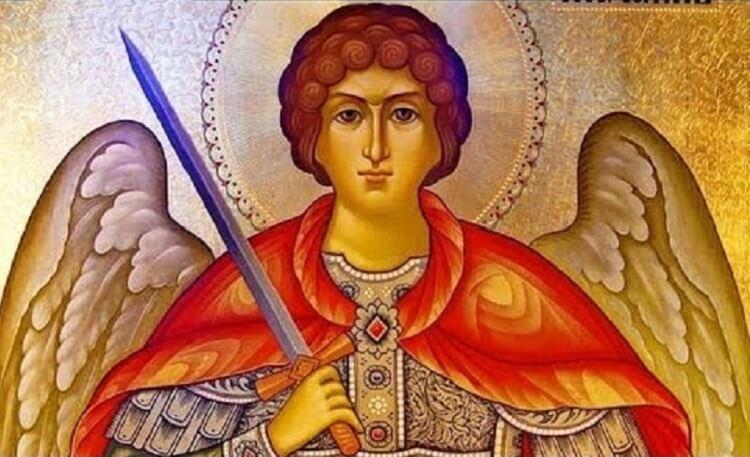 Самая сильная защита – текст молитвы архангелу Михаилу, которая помогает во многих сферах жизни