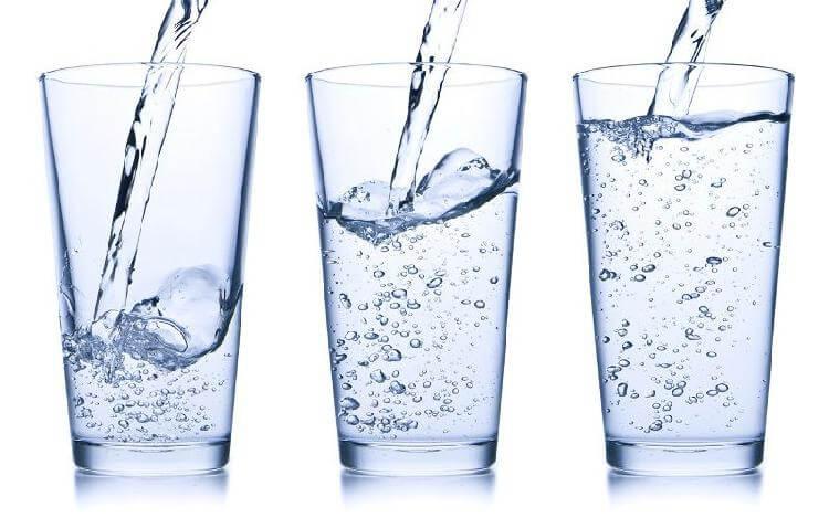 Когда и как пить воду: холодную или теплую, в каких количествах и зачем