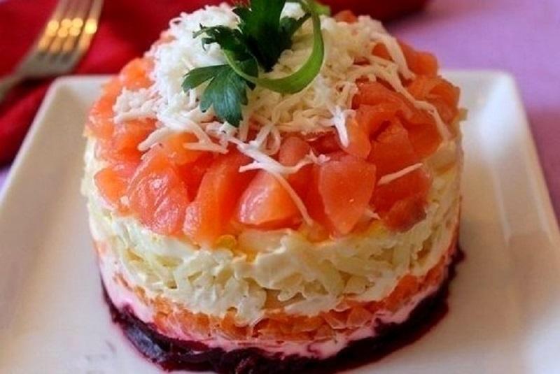 Начинаем готовиться к новогодним праздникам: крутые салаты с необычной подачей