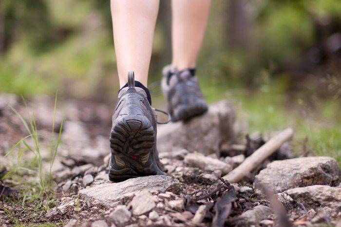 Классное упражнение с переплетением пальцев, которое возвращает ногам подвижность и молодость