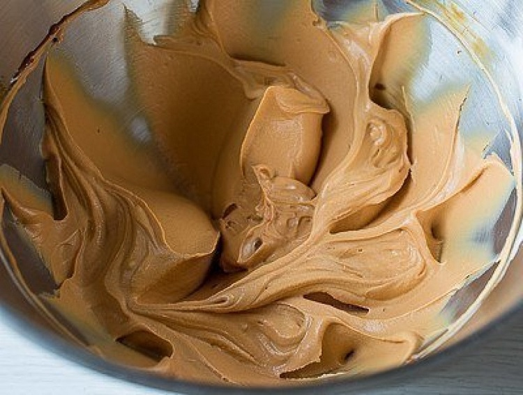 Вкуснейший карамельный крем, который подходит для эклеров, пирожных, тортов, шу и всего, что душе угодно