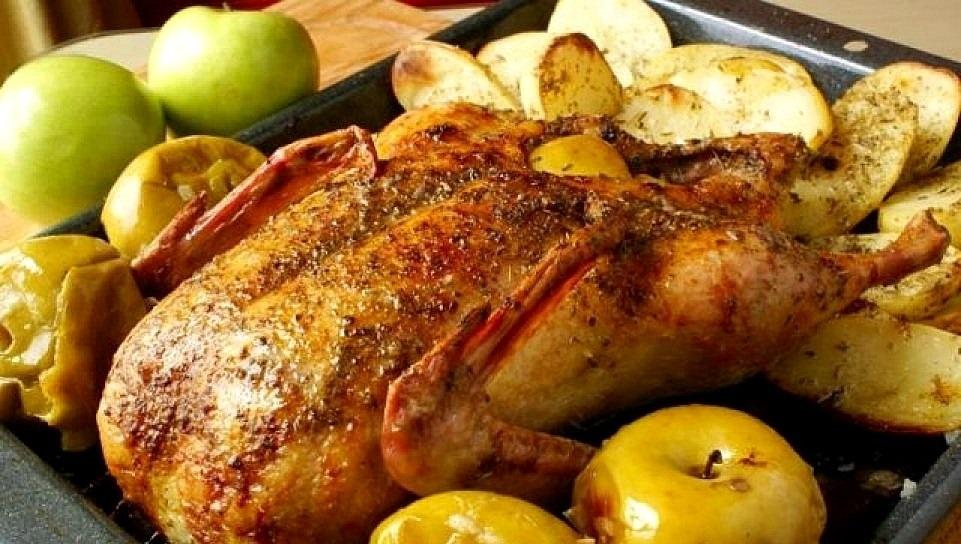 Королева рождественского стола – утка с яблоками: ТОП-4 невероятных рецепта приготовления