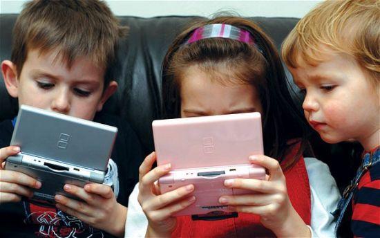 Почему не стоит давать ребенку младше 12 лет смартфон в руки: 10 важных причин, о которых должны знать родители